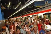 Caos y confusión al abordar el Metro.