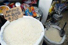 Arroz aumentó 5 pesos en colmados y supermercados