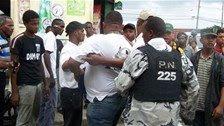 Policías agreden periodista que tomaba fotos cuando hacían un arresto violento