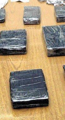 Hallan 50 paquetes de heroína en cadáver abandonado