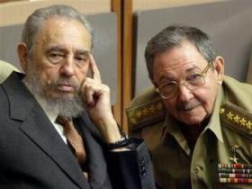 Fidel y Raúl Castro alaban a Obama, pero aún tienen dudas
