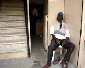 Muere en las puertas del ASDE cuando esperaba cobrar su sueldo de marzo