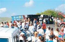 Mueren 11 en choque de patana y minibús