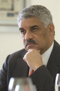 Vargas reitera en NY su oposición a propuesta de Esquea