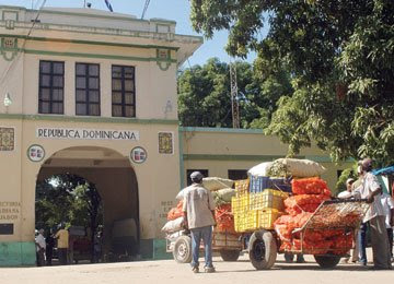 Continúa paralizado el transporte desde y hacia Haití