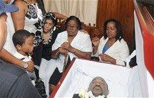 Cientos observan en Barahona el cadáver de Rolando Florián Féliz