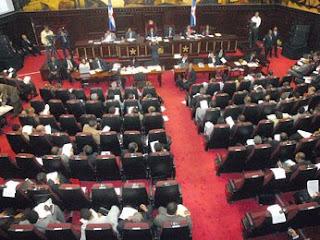 Comisión entrega a Asamblea Revisora primer punto acordado entre presidente Fernández y Vargas, sobre la nacionalidad