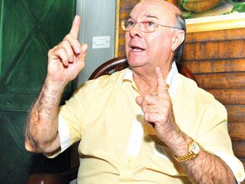 Mejía muestra actitud conciliadora a Vargas