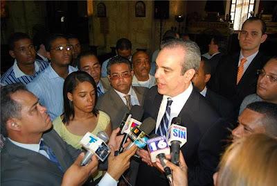 Luis Abinader define como irresponsable la actitud del presidente Fernández frente al tema de la reelección