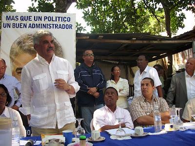 Vargas dice aumento de impuestos a combustibles iría a barril sin fondo