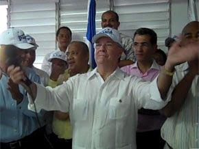 Hipólito Mejia promete continuar carretera que une el sur con el Cibao