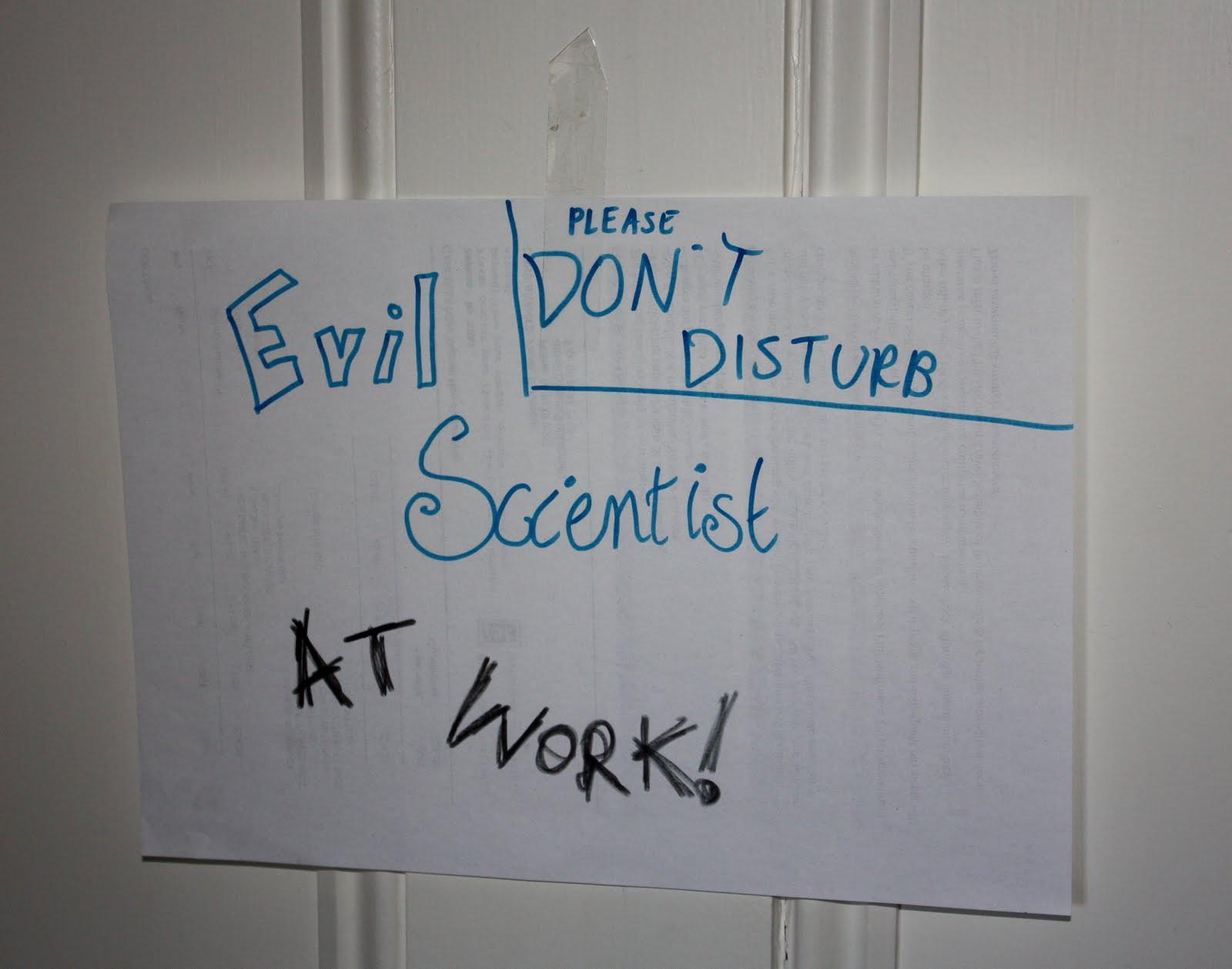 http://1.bp.blogspot.com/_d_qMo4ImpiY/S-e50a5WxsI/AAAAAAAADsE/V9mVcFHNW3o/s1600/Evil+scientist+080310.jpg