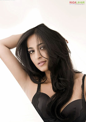 South Indian SUPER STAR HEROINE ANUSHKA SHETTY Hot Sensual Photoshoot