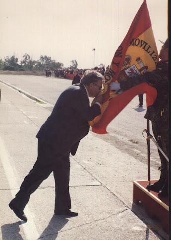 Su abuelo Rafael Torrico Beltrán, jurando Bandera el mismo día que su nieto