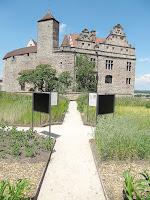 Schaubeete im Burggarten der Cadolzburg