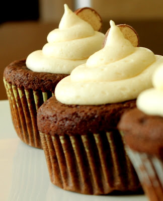 Sugar Cooking: Chocolate Malt Cupcakes with Vanilla Malt Buttercream