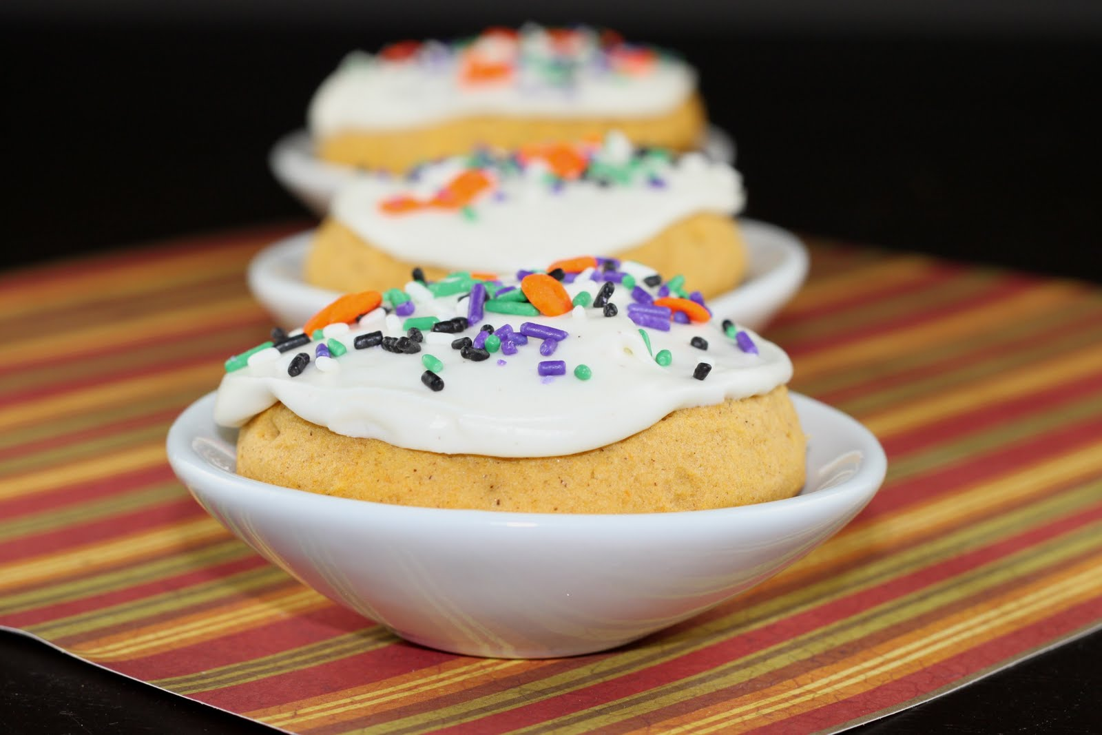 Sugar Cooking: Pumpkin Cookies with Cream Cheese Icing