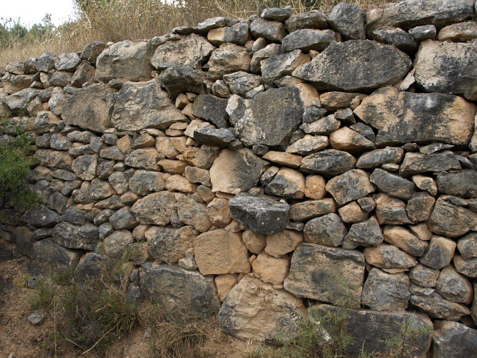 Escalera de piedra en una tabla filitoblog - Escalones de piedra ...
