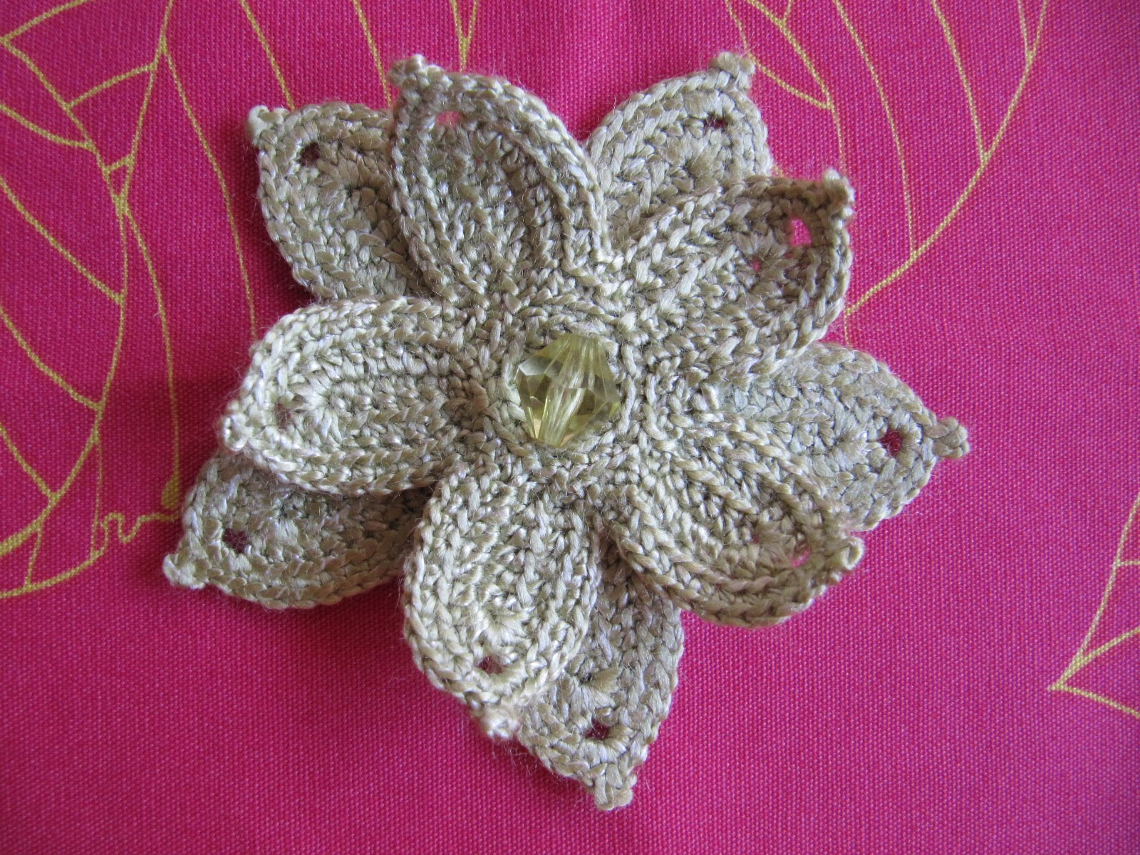 Labores de mari angeles broche con flor de ganchillo - Complementos de ganchillo ...