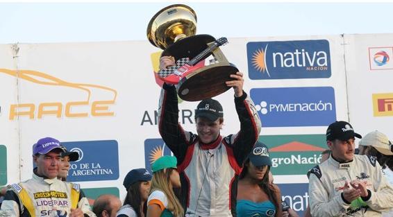 Agustín Canapino ganó en el Juan y Oscar Gálvez la primera del Top Race
