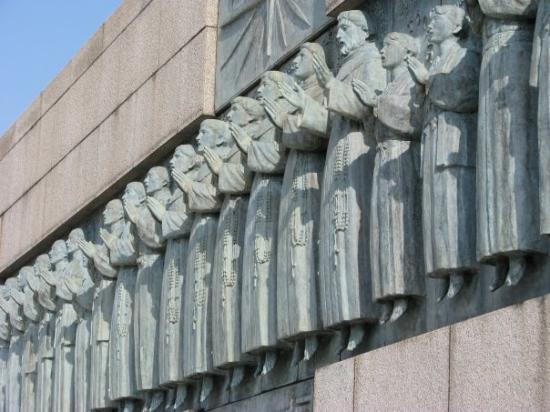 Nees nkaum rau tus leej ntshiab tim khawv Zij  Pees Martyrs-wall-nagasaki