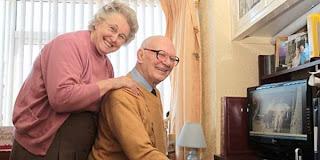 Nenek 77 Tahun Temukan Jodohnya di Facebook