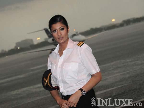 Inilah Pilot Tercantik Dan Terkaya Di Thailand !