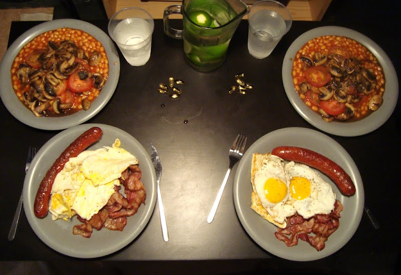 Typical English breakfast — Eggs, Bacon & Sausage