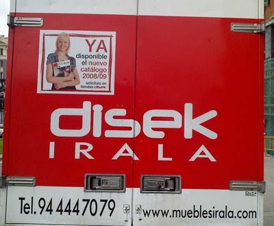 furgoneta con publicidad