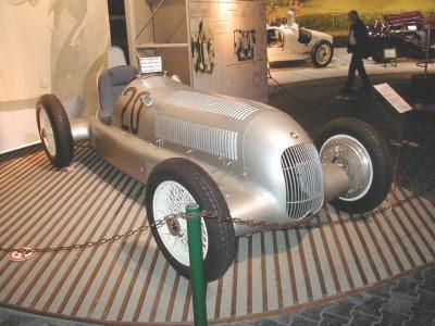 ¿Por qué los Mercedes son plateados?