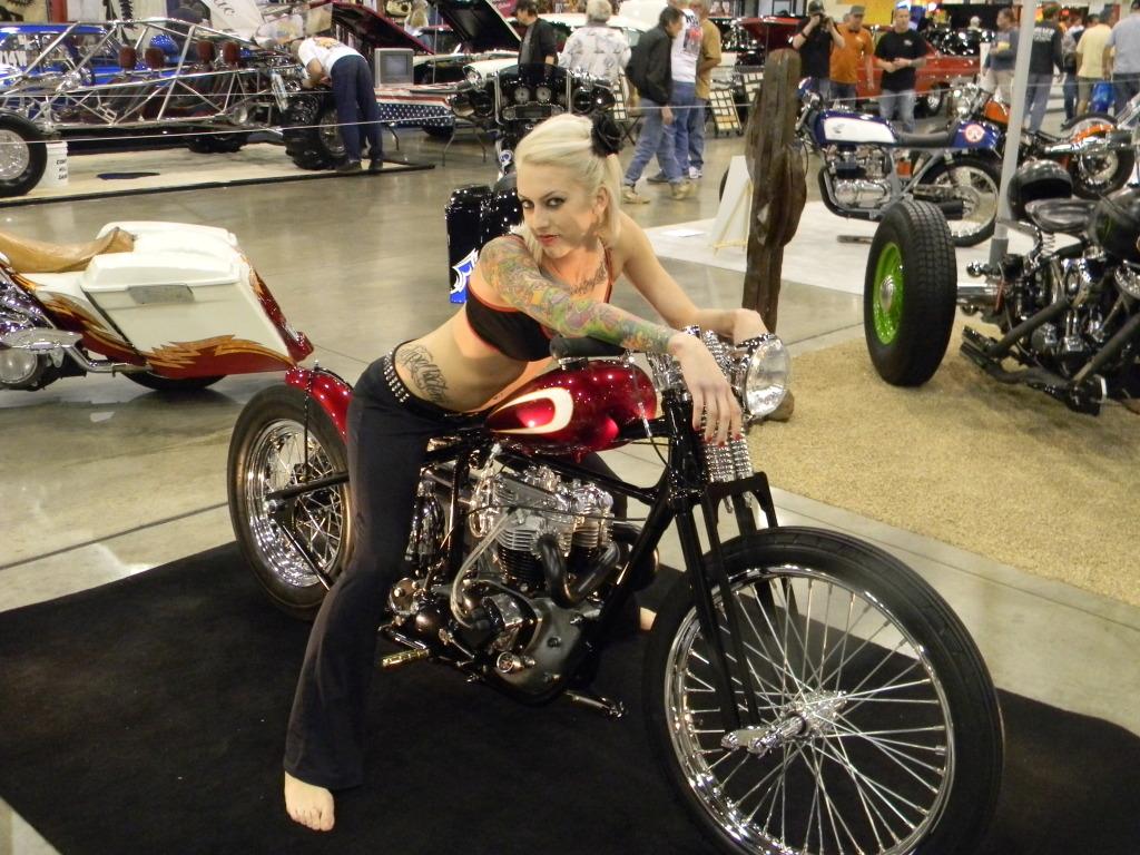 Noggdesign: Girl & bike