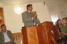 fratele Nicu Moga predicand