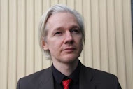 """""""Os médias ajudam a manter um governo honesto""""-Julian Assanje"""