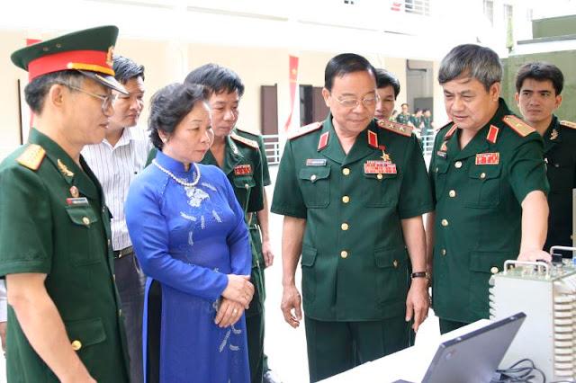 Phó Chủ tịch Nước Nguyễn Thị Doan tới thăm