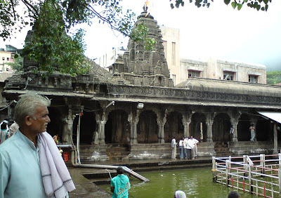 Temples besides the Kushavart kund