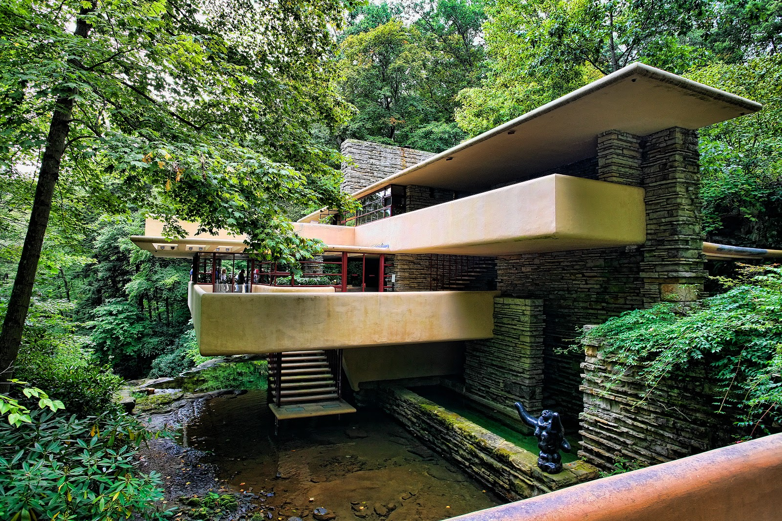 Chuck kuhn 39 s usa in photos frank lloyd wright falling water for Architecture organique
