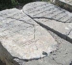 שיפוץ מצבות מוזנחות בבתי קברות