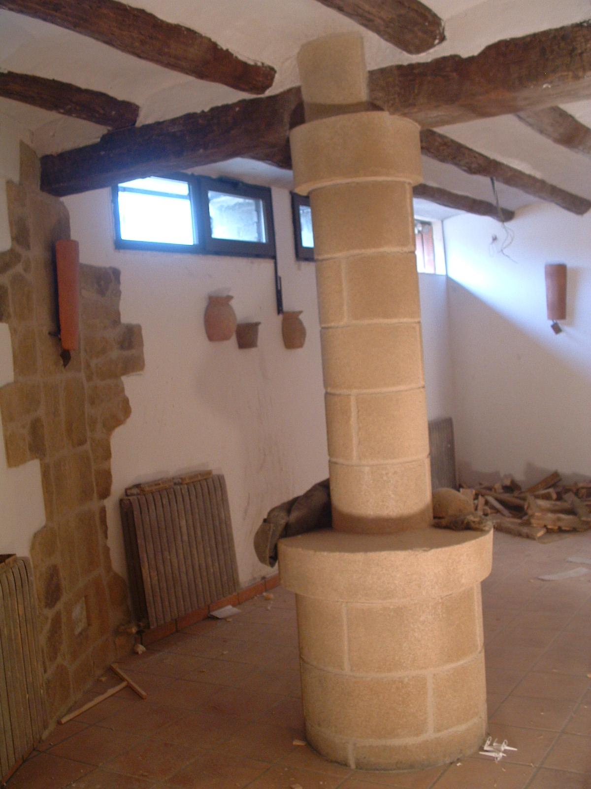 Arte y decoraci n columnas imitacion a piedra - Columnas decoracion interiores ...