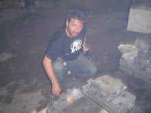 Durante a fundição das esculturas.