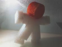"""Piassa' S Toy.  Um suporte para a poesia concreta do projeto """"Quadrilátero Poético""""."""