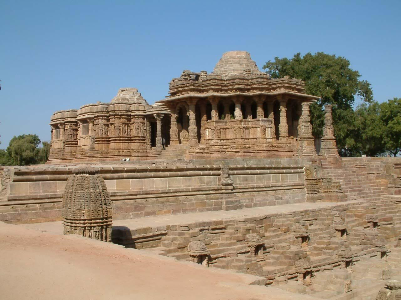 modhera temple Gujarat (gujarati: ગુજરાત, hindi: गुजरात) is a state in the western region of indialothal, near to ahmedabad and dholavira, near to kutch are sites of a harappan (indus) civilisation, which existed more than 4,000 years ago.