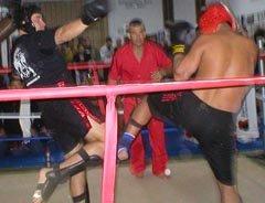 izq. Prof. Rene Olmedo (Academia Dragon Hapkido) Competencia de Kick Boxing