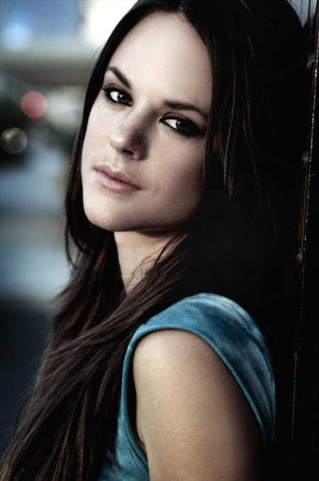 Sarah Butler - Picture Actress