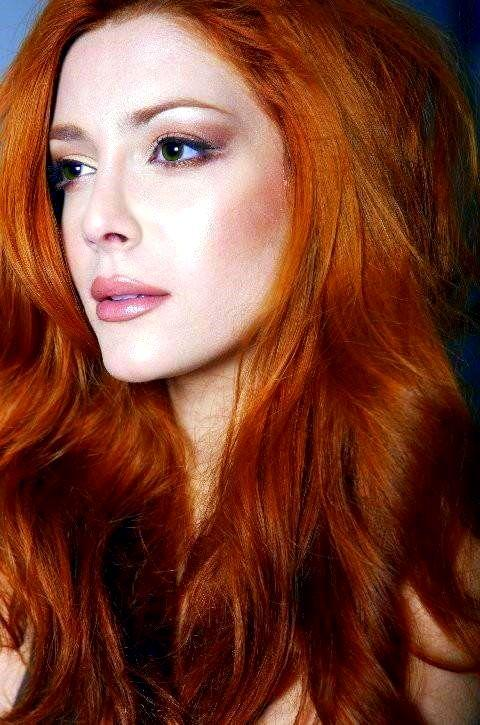 Here are some photos of actress elena satine
