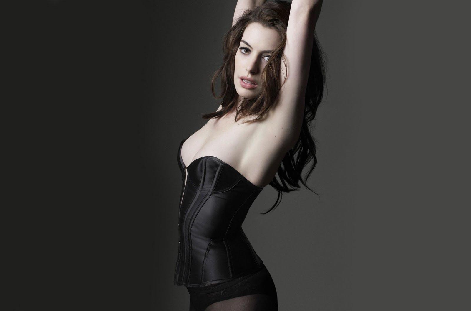 http://1.bp.blogspot.com/_eHkTwd4aRic/TUpy1fsHrEI/AAAAAAAAWjg/zL-7GwIP_Ns/s1600/anne-hathaway-catwoman1.jpg
