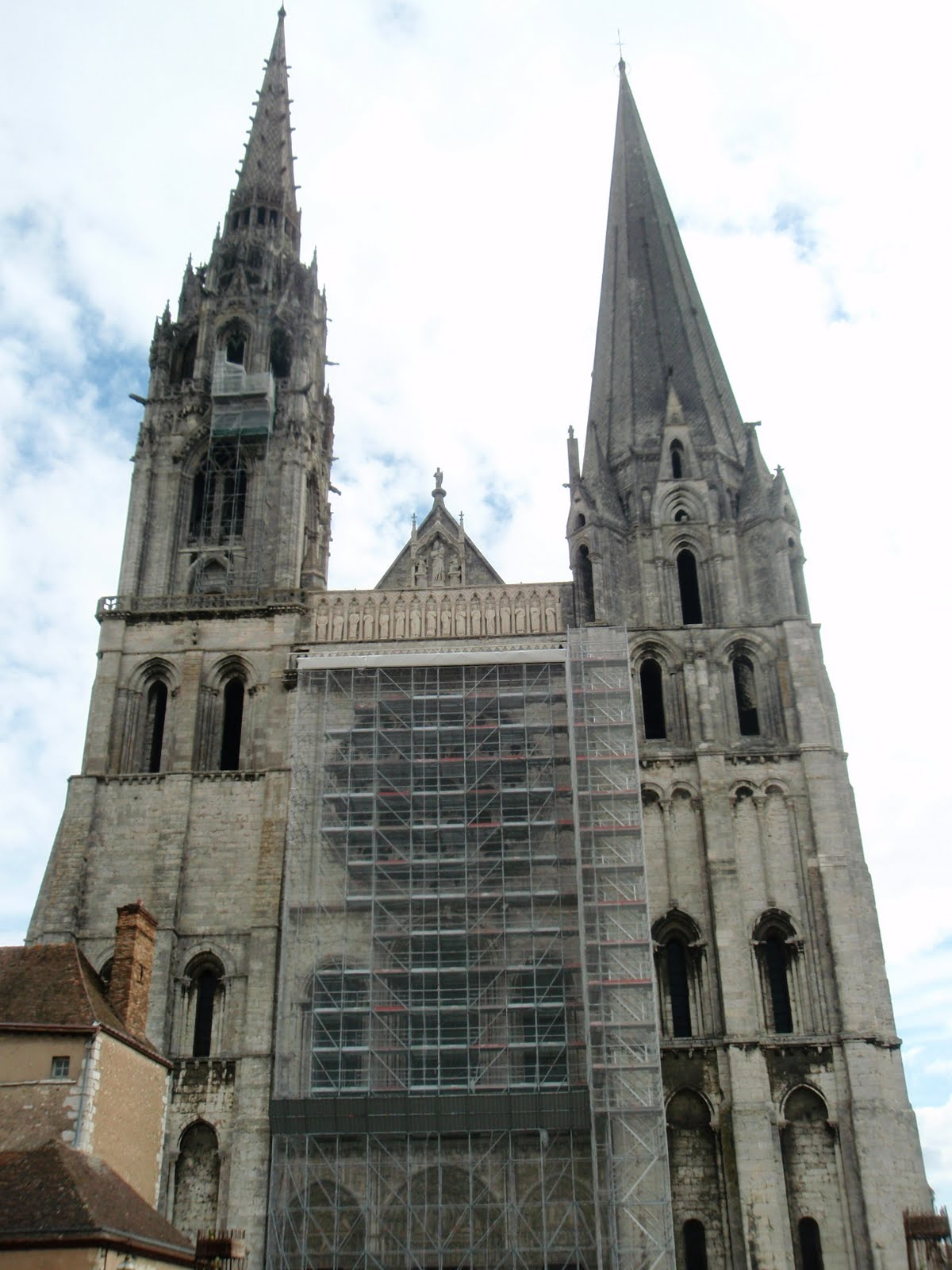 chartes cathedral The main part of the great cathedral of notre-dame at chartres was built in less than 30 years in the mid-13th century, when high gothic architecture was at its purest.