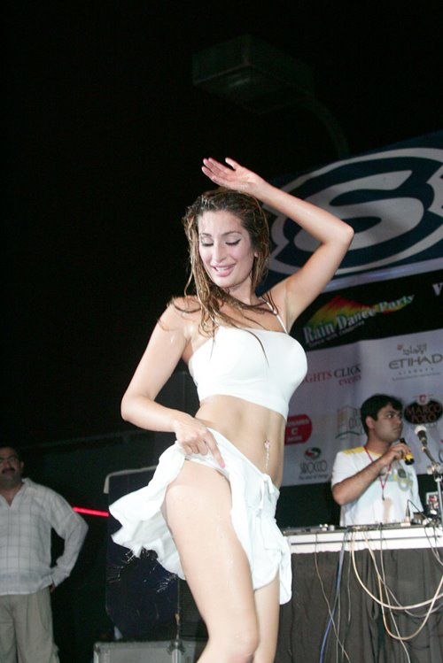Hottest picture of Negar Khan dancing