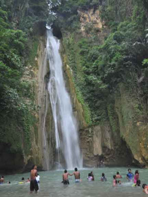 Hidden Paradise Falls in Cebu