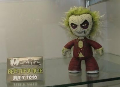 Beetlejuice in Suit Mez-Itz Vinyl Figure by Mezco Toyz Sneak Peek