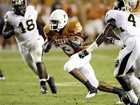 Texas Longhorns RB Chris Ogbonnaya Running Through Missouri Defenders
